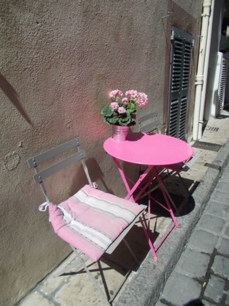 IMAGE: Picture of pink chair and table