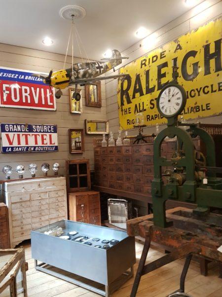 IMAGE: View into a shop at le Marché Aux Puces