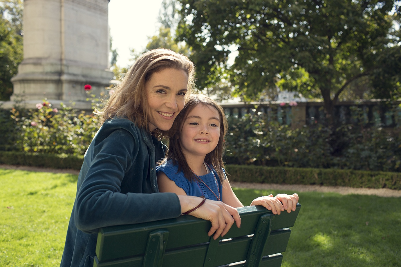 IMAGE: Susie Hollands and her daughter, Paloma, in a Paris park